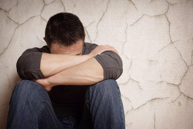 Archivo - Depresión, tristeza, angustia, sufrimiento, sufrir, llorar, llorando, triste
