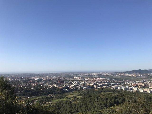 Archivo - Nube de contaminación en el área metropolitana de Barcelona