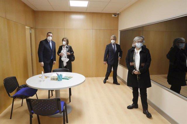 El presidente del Principado de Asturias, Adrián Barbón, asiste al acto de inauguración de la sala Gesell del palacio de justicia de Gijón, junto a otras autoridades