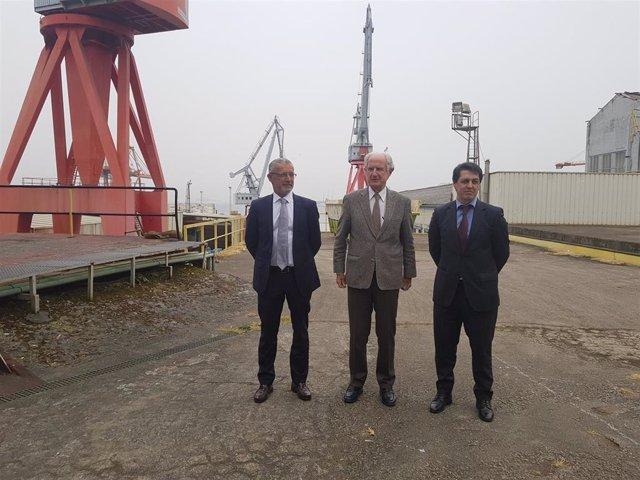 El director general del astillero Vulcano, José María Soriano; el presidente del grupo Argos, José Alberto Barreras; y el director general de Marina Meridional, Juan Moreno.