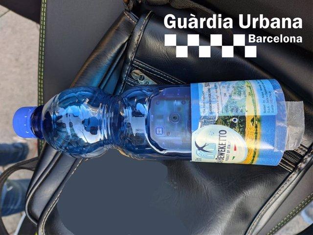 Imatge de la càmera oculta dins l'ampolla d'aigua.