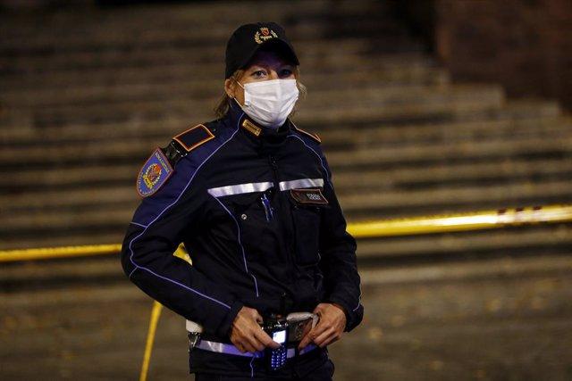 Archivo - Imagen de archivo de una agente de Policía de Italia.