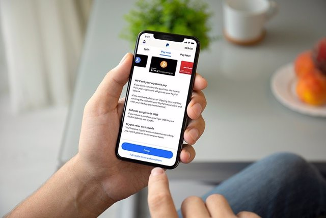 PayPal lanza 'Checkout with Crypto', una nueva solución que permite a sus usuarios pagar con criptomonedas en establecimientos.