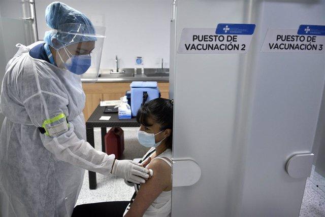 Archivo - Simulacro de vacunación contra la COVID-19 en Colombia, que iniciará la campaña de inmunización el 17 de febrero.