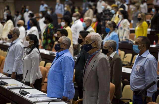 Archivo - Reunión del Parlamento cubano