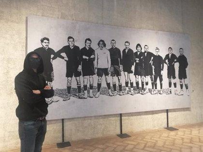 Las obras del artista gráfico urbano LKN sobre Osasuna o política, en una exposición en el Condestable