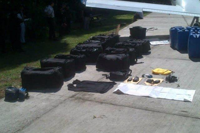 Archivo - Imagen de archivo de droga transportada en avioneta en Guatemala