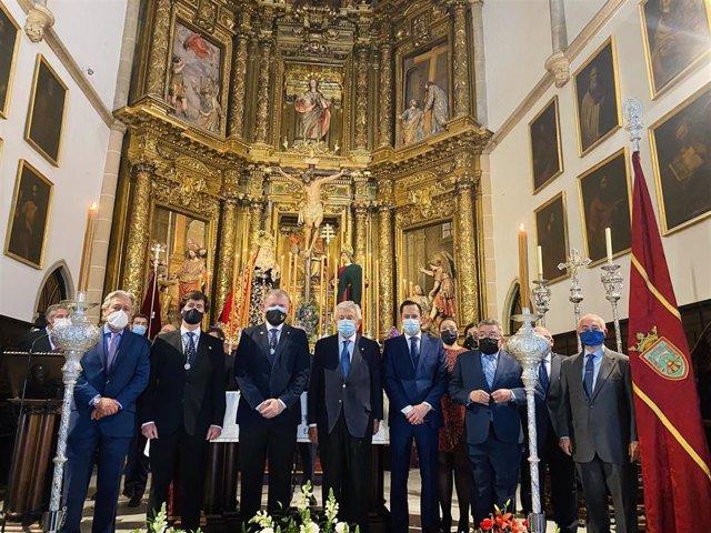 Ofrenda floral de la CES a la hermandad del Cristo de Burgos
