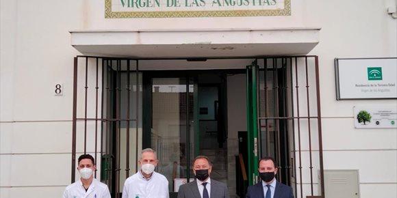 2. Ricardo Sánchez visita la residencia de Alcalá del Río (Sevilla) y la exposición de la Vera-Cruz