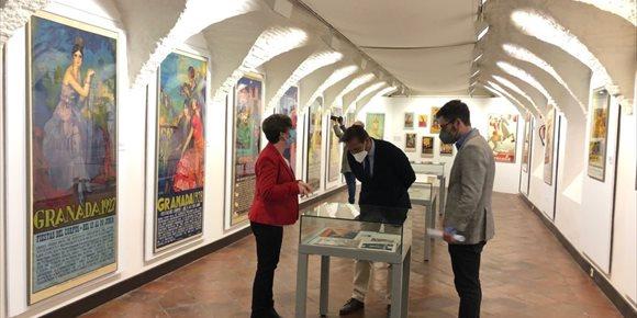 1. El Museo Casa de los Tiros de Granada acoge una exposición de carteles y revistas de los siglos XIX y XX