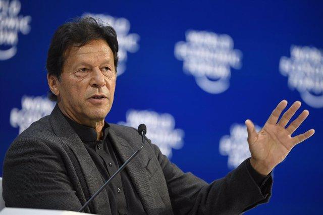 Archivo - El primer ministro de Pakistán, Imran Jan, en Davos