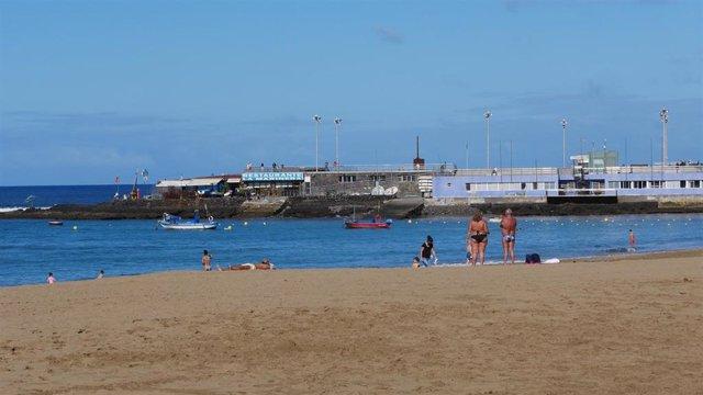 Archivo - Playa de Las Canteras, en Las Palmas de Gran Canaria
