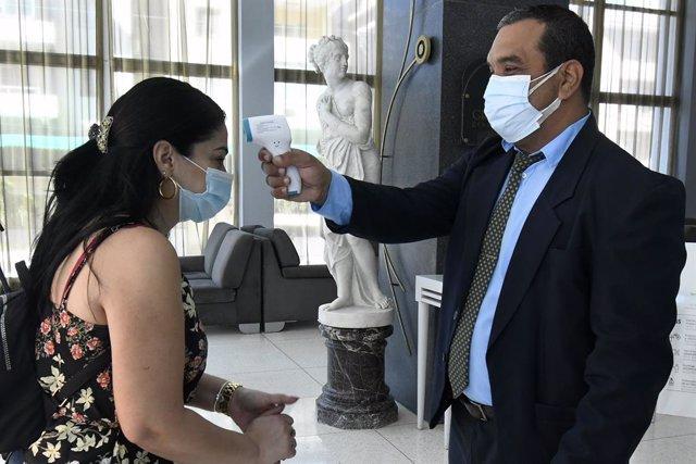 Entrada a un hotel medicalizado en La Habana
