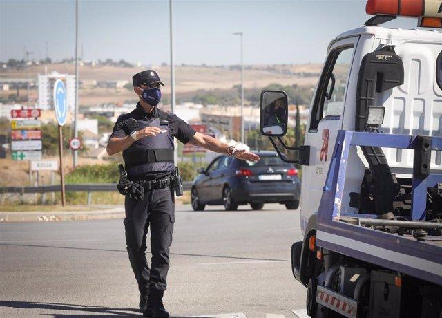 Archivo - Control realizado por la Policía Nacional en Andalucía, foto de recurso