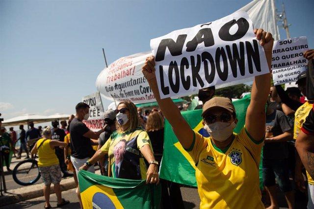 Manifestación celebrada en Río de Janeiro a favor del presidente de Brasil, Jair Bolsonaro, y en contra de las restricciones contra el coronavirus.