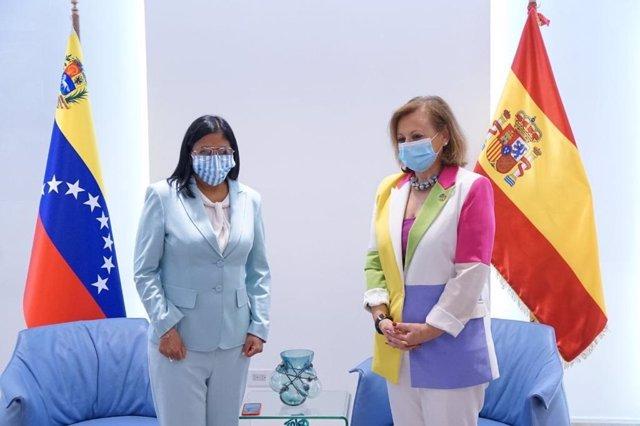 Delcy Rodríguez y Cristina Gallach en Caracas