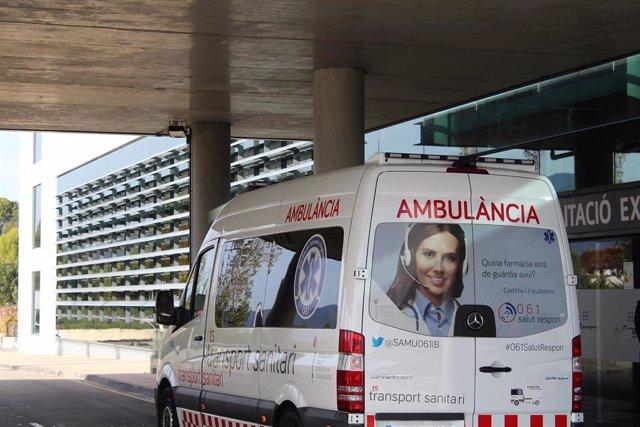 Archivo - Una ambulancia en el Hospital Son Espases.
