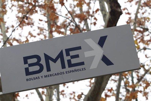 Archivo - Cartel de BME, Bolsas y Mercados Españoles
