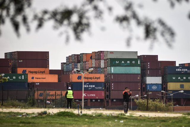 """30 March 2021, Egypt, Ismailia: A cargo ship sails in the Suez Canal in Ismailia today, Tuesday. Traffic in the Suez Canal on Monday resumed hours after the """"Ever Given"""" container ship operated by the Evergreen Marine Corporation, which blocked the crucia"""