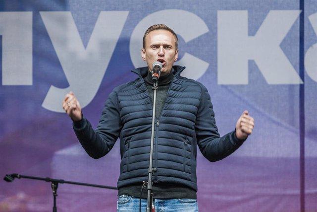 Archivo - Alexei Navalni en una manifestación