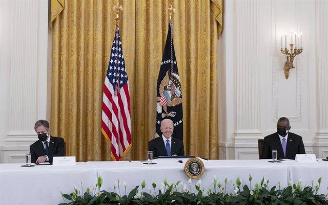 El presidente de EEUU, Joe Biden, en su primera reunión ministerial junto a los secretarios de Estado, Antony Blinken; y de Defensa, Lloyd Austin.