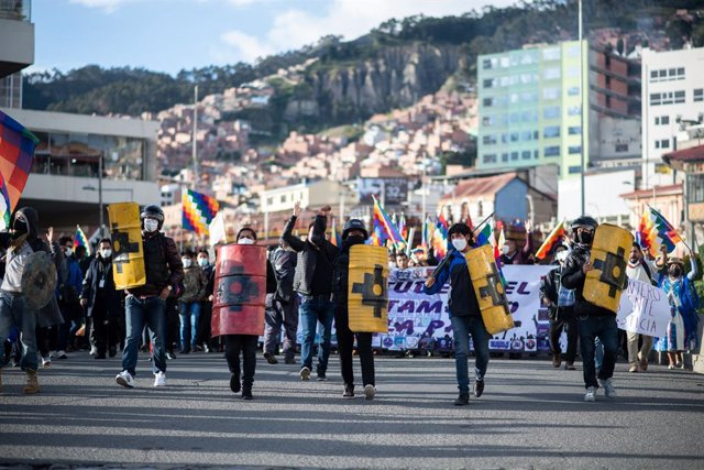 18 March 2021, Bolivia, La Paz: People take part in a pro-government rally demanding the conviction of former interim president Jeanine Anez and her ministers, who were arrested as part of investigations into the forced departure of President Morales at t