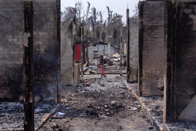 Incendi en un campament de refugiats rohingyas a Coix's Basar (Bangladesh)