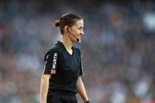 Archivo - Guadalupe Porras, assistant referee, looks on during the Spanish League, La Liga, football match played between Real Madrid and Atletico de Madrid at Santiago Bernabeu Stadium on February 01, 2020, in Madrid, Spain.