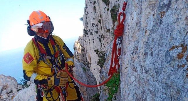 Imagen del rescate de un hombre en el peñón de Ifach, en Calpe (Alicante).
