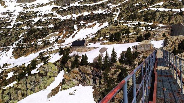 Imagen de una de las zonas de búsqueda del montañero desaparecido hace 10 días en el Pirineo oscense