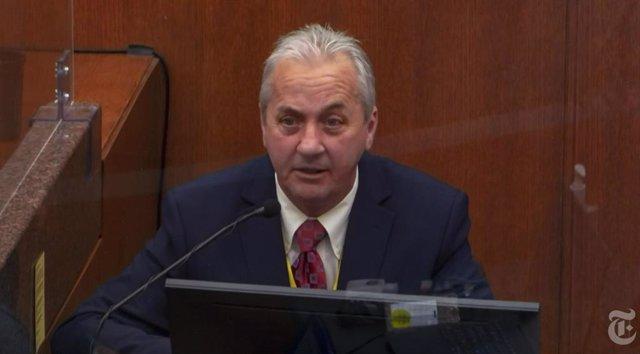El teniente del Departamento de Policía de Mineápolis, Richard Zimmerman, declara en el juicio por la muerte de George Floyd