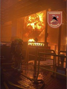 Incendio en una empresa de Alicante