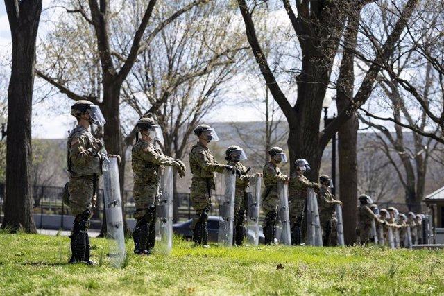 Soldats de la Guàrdia Nacional custodiant el Capitoli dels Estats Units.