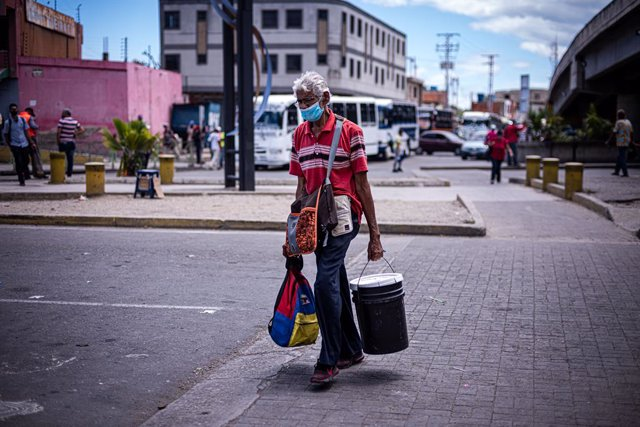 29 March 2021, Venezuela, Valencia: A man walks at a street in Valencia during the second week of radical quarantine which was imposed to curb the spread of the coronavirus. Photo: Elena Fernandez/ZUMA Wire/dpa