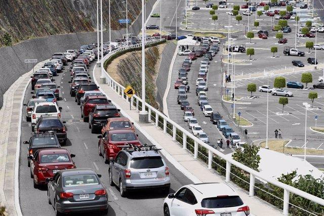 31 March 2021, Mexico, Ciudad Lopez Mateos: People in their cars queue up to five kilometres in the Plaza Galerias Atizapan to receive the coronavirus (Covid-19) vaccine. Photo: -/El Universal via ZUMA Wire/dpa
