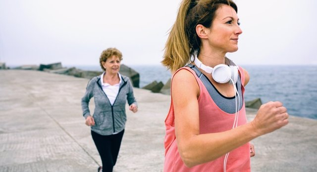 Archivo - Young and senior sportswoman running