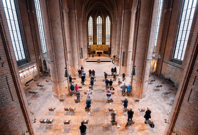 Misa de Viernes Santo en una iglesia de Hannover