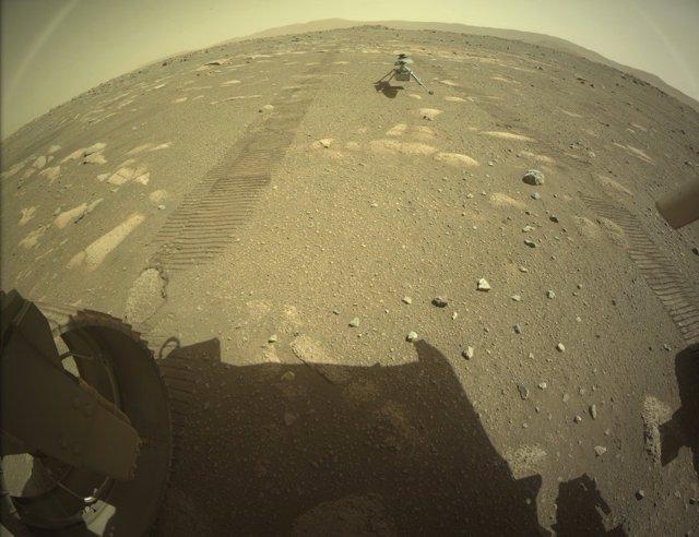 Helicóptero Ingenuity sobre la superficie de Marte