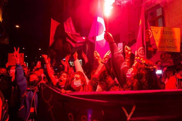 Manifestacions durant el Dia de la Dona a Istanbul (Turquia)