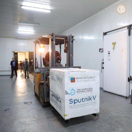 Libia recibe su primer cargamento de vacunas contra la COVID-19, procedente de Rusia