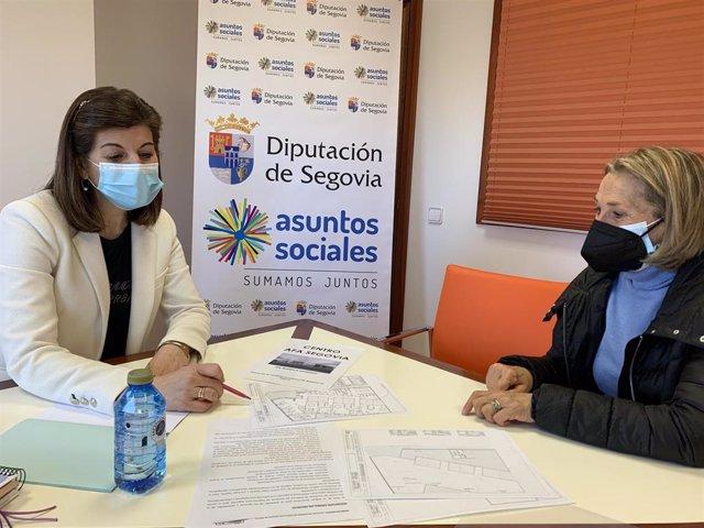 Azucena Suárez e Isabel Miranda, durante la reunión.