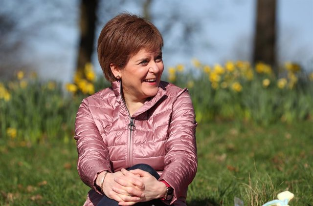 03 April 2021, United Kingdom, Glasgow: Scottish First Minister and leader of the Scottish National Party (SNP) Nicola Sturgeon campaigns for the Scottish Parliamentary election at Ruchill Park. Photo: Russell Cheyne/PA Wire/dpa