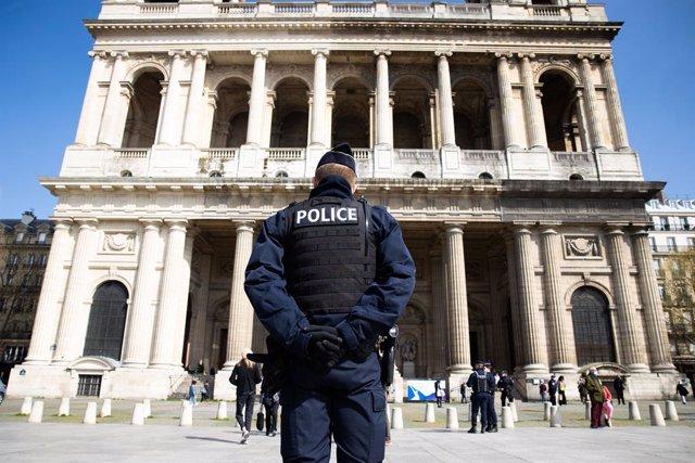 Un agent de Policia a París