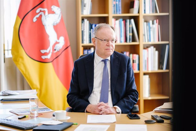 Archivo - 03 March 2021, Lower Saxony, Hanover: Stephan Weil, Minister President of Lower Saxony, attends the federal-state video conference from the guest house of the Lower Saxony state government. The federal and state governments are to discuss under