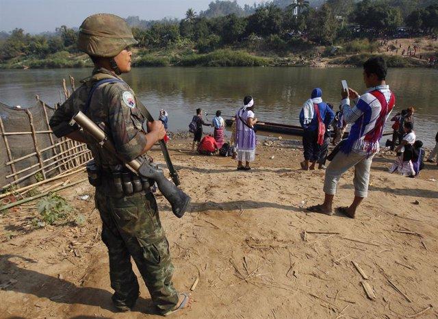 Un miliciano de la Unión Nacional Karen (KNU) en Birmania