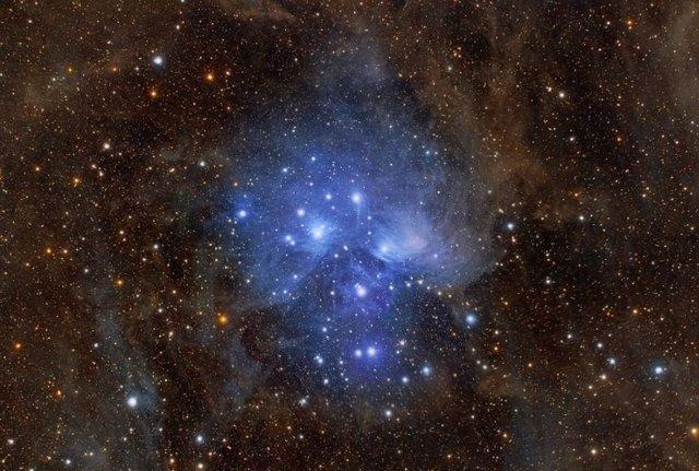 Polvo estelar en Pleiades (M45)