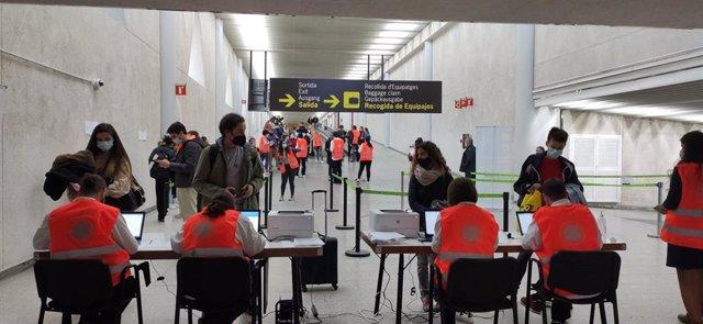 Controles sanitarios en el aeropuerto de Palma.