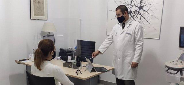 El grupo de neurólogos encabezado por el doctor Javier Abril está especializado en terapias avanzadas para el Parkinson.