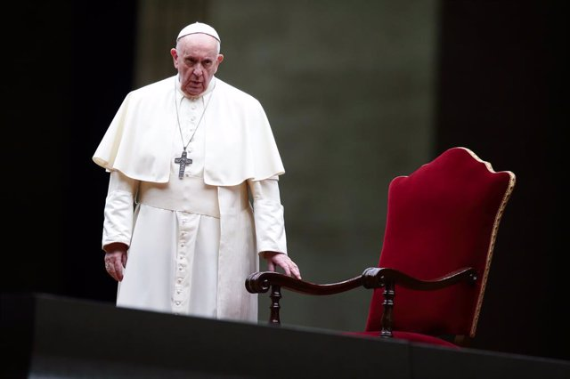 02 April 2021, Vatican, Vatican City: Pope Francis leads the Way of the Cross (Via Crucis) procession in the empty square outside the Saint Peter's Square during Good Friday celebrations. Photo: Evandro Inetti/ZUMA Wire/dpa