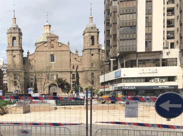 Plaza Salamero en obras con la iglesia de Santiago al fondo